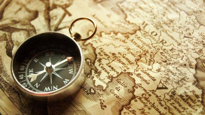 40704-map-old-vintage-compass-drawing-748x421