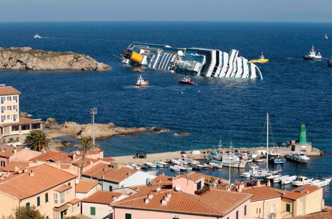 cruise-ship-Costa-Concordia-disaster-side-Mediterranean-Jan-14-2012