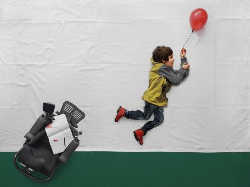 kid-and-balloon