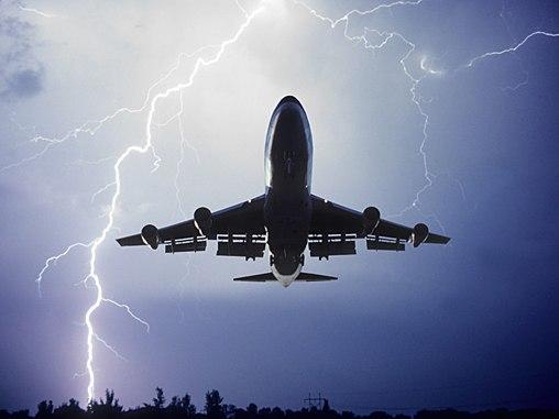cn_image.size.airplane-turbulence-lightning