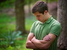 450-1170419-young-man-prays
